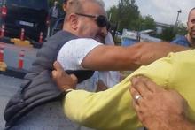 Turiste sahte dolar veren taksici ile Uberci yumruk yumruğa kavga etti!