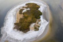 Van Gölü'nde sular çekildi binlerce yıl öncesinden kalan adacık ortaya çıktı