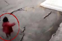 Depremin korkunç görüntüsü saniye saniye kaydedildi