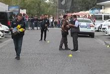 Eminönü'nde hareketli anlar! Polisin silahını almaya çalıştı