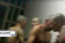Hapishanede şok görüntüler! Cinsel organına elektrik verip...