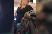 Yolcu uçağında ırkçı kadın yolcu terör estirdi