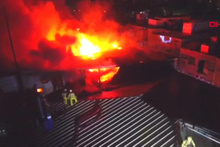 Arnavutköy'de fabrika alev alev yanıyor