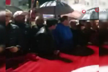 CHP ilçe başkanı 'Andımız' protestosunda Andımızı unuttu!