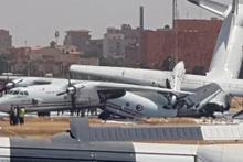 Sudan'da askeri uçaklar pistte böyle çarpıştı