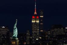 Empire State binası kırmızı-beyaz renklere büründü