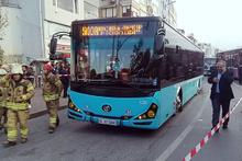 Kadıköy'de yol çöktü: Trafik kilitlendi!