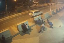 Karakolun önünde silahlı çatışmaya girdiler! Hareketli dakikalar