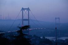 İstanbul'da etkili olan sis görüş mesafesini düşürdü
