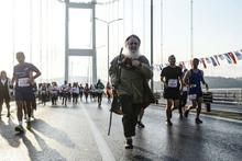 İstanbul Maratonu'nda 85'lik delikanlılar gençlere taş çıkarttı renkli görütüler