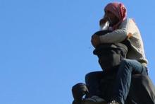 Atatürk heykeline çıktı linçten zor kurtuldu!