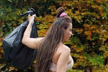 Sosyetenin yeni trendi: Çöp atıp geleceğim