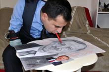 Kolları olmayan ressam ağzıyla Cumhurbaşkanlarının portresini çizdi