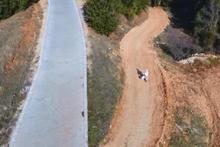 İlk kez drone gören köylü kadın tabana kuvvet kaçtı işte o kayıt