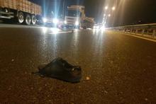 Kazayı kimse fark etmedi üzerinden yüzlerce araç geçti!