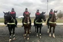 Kadın atlı polisler ilk devriyelerindeler güvenlik onlardan sorulur
