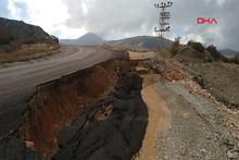 Adıyaman'da aşırı yağış nedeniyle yol çöktü