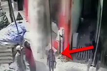 İnanılmaz olay! Kaldırımda yürürken kafasına çimento torbası düştü