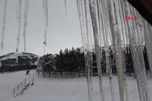 Buz sarkıtlarının boyu 2 metre ulaştı