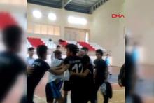 Liseli futbolcular sahada tekme tokat kavga etti