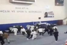 Tekvando maçı tekme ve tokatlı kavgaya dönüştü