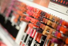 Kozmetik ürünleri kız çocuklarında erken ergenliğe neden oluyor