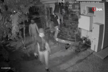 İstanbul'da lüks siteye giren silahlı hırsızlık çetesi kamerada