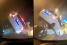 Trafikte canlı yayın yaparken korkunç kazayı görüntüledi!