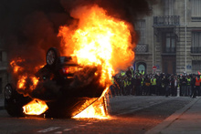 Fransa yanıyor 17'si polis 118 kişi yaralandı bin kişi gözaltında işte son durum