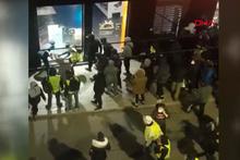Fransa'da bir grup gösterici mağaza yağmaladı