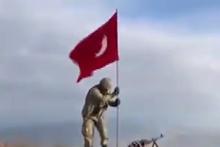 Darmık Dağı'na komandolar tarafından Türk bayrağı dikilmesi