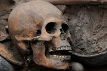 Arkeologlardan inanılmaz buluş! 10 iskelet iç içe...