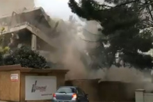 Yıkımı gerçekleştirilen bina böyle çöktü!