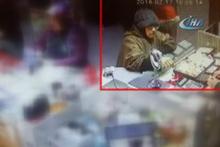 Kuyumcuyu sahte bilezikle dolandıran iki kadın, kameralara yakalandı