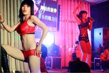 Çin cenazesinde striptiz krizi
