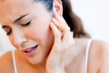 Bu belirtileri yaşıyorsanız dikkat! Kulak  ağrılarının 8 önemli nedeni