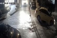 Anne ve bebeğin ölümden döndüğü kaza kamerada