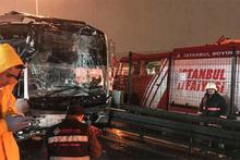 Metrobüs durağında feci kaza: Yaralılar var!