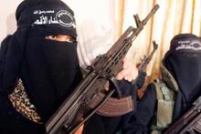 İlk kez ortaya çıktılar! DAEŞ kadın teröristleri sahaya sürdü