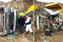 Korkunç kaza: Kamyon diğer kamyonun üzerine düştü!