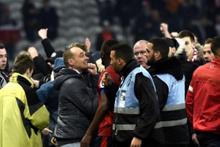 Lille-Montpellier maçında taraftarlar sahaya daldı