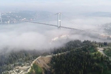 İstanbul Boğazı'na çöken sis kartpostallık görüntüler oluşturdu