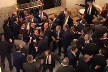 CHP'li ve MHP'li vekiller birbirine girdi! MHP'liler Musa Çam'ın üzerine yürüdü