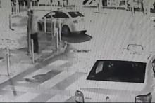 Ters yöne giren motosiklet otomobille çarpıştı