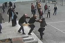 Öğrenci velisi öğretmene böyle saldırıdı! Şok görüntüler...