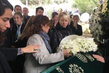 İzmirli'nin Lübnanlı nişanlısı bir an olsun cenaze başından ayrılmadı