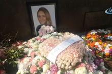 Mina Başaran'ın mezarı gül ve çiçeklerle donatıldı