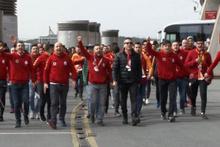 Galatasaraylı bir taraftar otobüsten düştü!