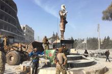 Afrin'de o heykel devrildi! İşte ilçe merkezinden son görüntüler...