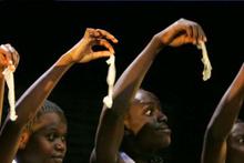 Zimbabve halkı isyan etti! Çin'den gelen prezervatifler çok küçük